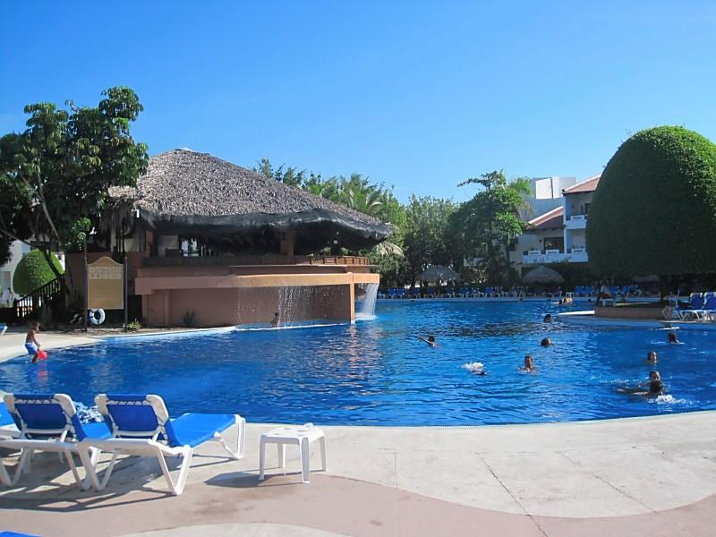 Barcelo Puerto Plata pool