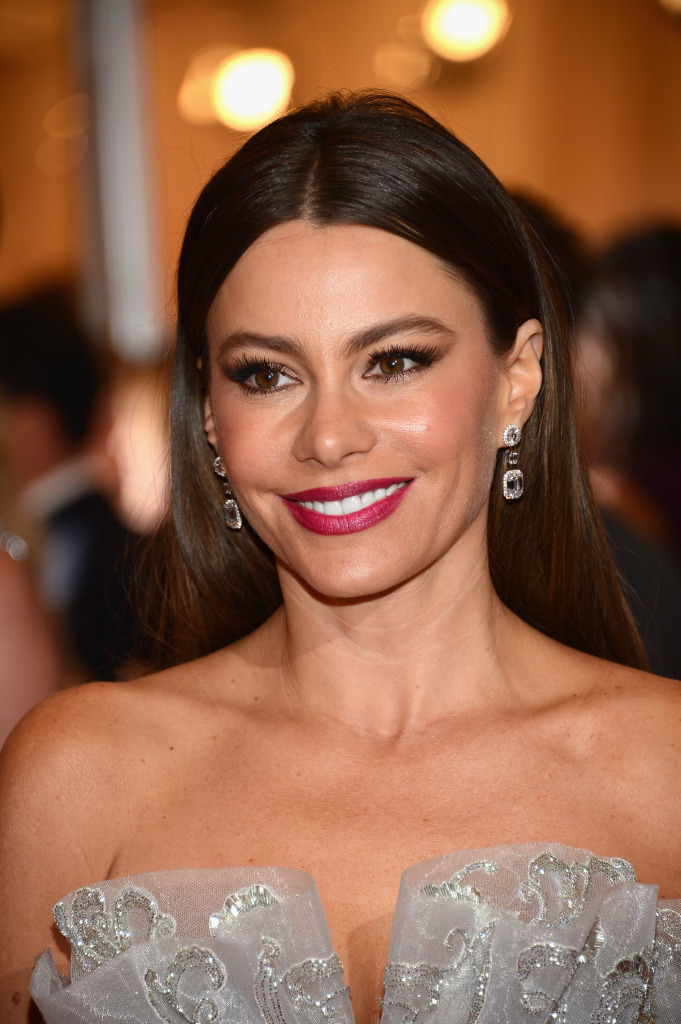 Sofia Vergara met ball COVERGIRL look